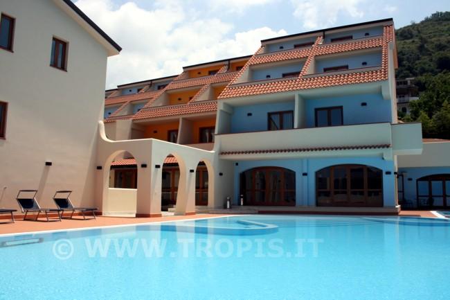 piscina-tropis-hotel